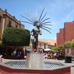 Statue eines Otomi kämpfers in Querétaro. Die Otomi waren eine lokale Bevölkerungsgruppe, mit der es lange Zeit innerhalb der spanischen Stadt friedliche Koexistenz gab.