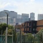 Moderner Stadtteil in Mexiko City: Santa Fé, ehemals Mülldeponie, heute eine Konzentration futuristischer Gebäude