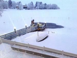 """Eislochschwimmen in Joensuu! Manchmal werden neue Austauschstudenten darin """"getauft""""."""