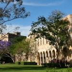 In der Mitte des St. Lucia Campus befindet sich der Great Court – ein von Sandsteingebäuden umgebener Platz.
