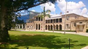 Das Old Government House, Schauplatz zahlreicher Hochzeiten, befindet sich am Gardens Point Campus der QUT und liegt direkt neben dem botanischen Garten.