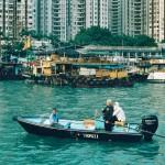 Fischer am Hafen von Aberdeen (kleiner duftender Hafen), hier entstand der Name Hong Kongs, 1845 benannt von den britischen Invasoren, die nach der Rodung der Bäume für die Bebauung, einen duftenden Geruch vernahmen