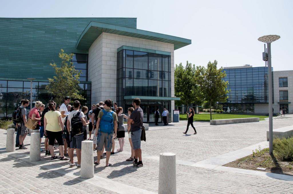 Am Weg zu einem Vortrag auf der ADA University