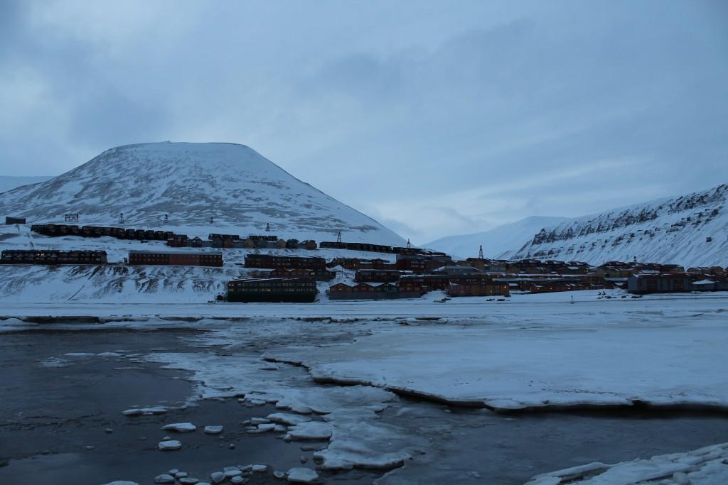 Longyearbyen vom Fjord...