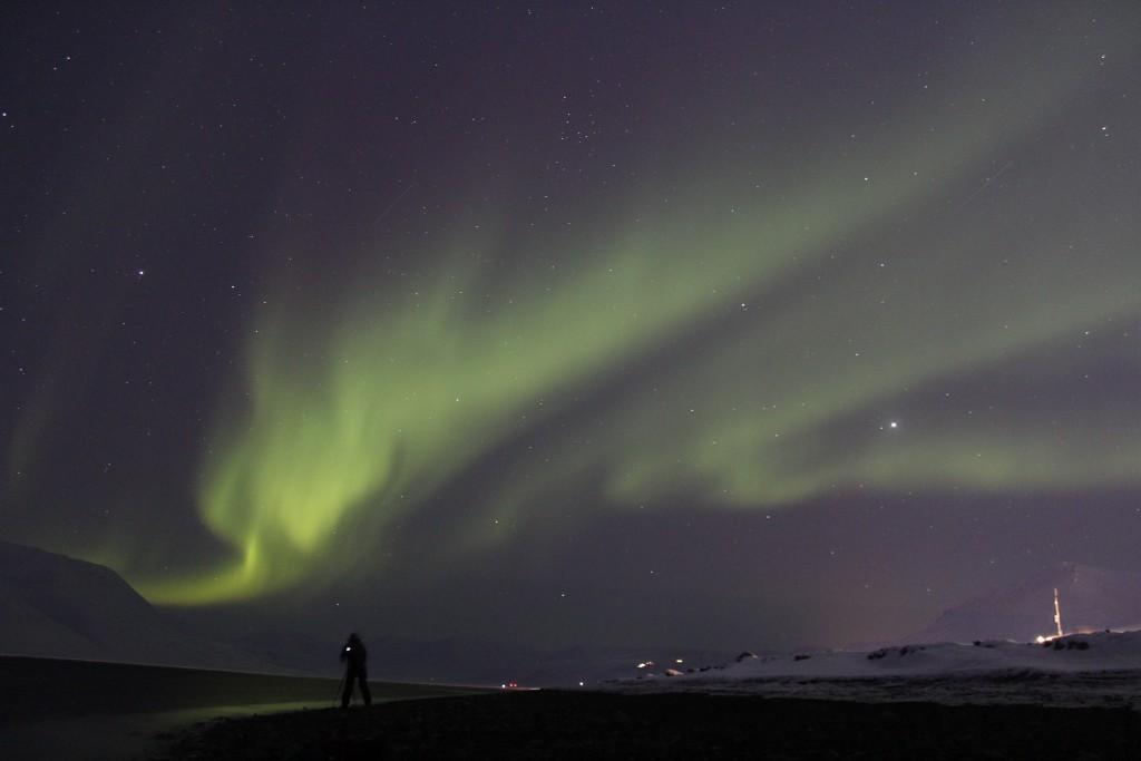 Nordlichter, ein unglaubliches Spektakel für welches sich jeder in Windeseile dick einpackt und ins Freie läuft sobald im Wohnheim Alarm gegeben wird.