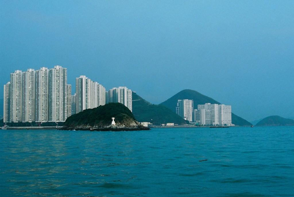 Ap Lei Chau, eine kleine Insel, die verbunden ist mit Aberdeen, wo hauptsächlich Wohnhäuser angesiedelt sind