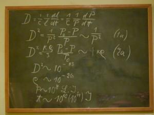 """Beeinträchtigungsformen können teilweise widersprüchliche Bedürfnisse nach sich ziehen. Beispielsweise präferieren viele Gehörlose eine grafische Aufbereitung und einfache Schriftsprache, während blinde Studierende natürlich auf die akustische Ansage all dessen angewiesen sind, was an die Tafel geschrieben wird. Die Kunst einer """"inklusiven Lehre"""" ist es, über möglichst viele Bedürfnisse Bescheid zu wissen und sie parallel zu berücksichtigen. Oft sind die Techniken dafür kinderleicht oder stecken in den Computerprogrammen, die wir ohnehin täglich verwenden. (Foto: decltype/Wikipedia; CC-BY-SA-3.0)"""