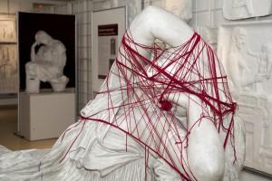 Ariadne hat sich in ihrem eigenen Faden verstrickt. (© Kristina Klein/IKA Wien)