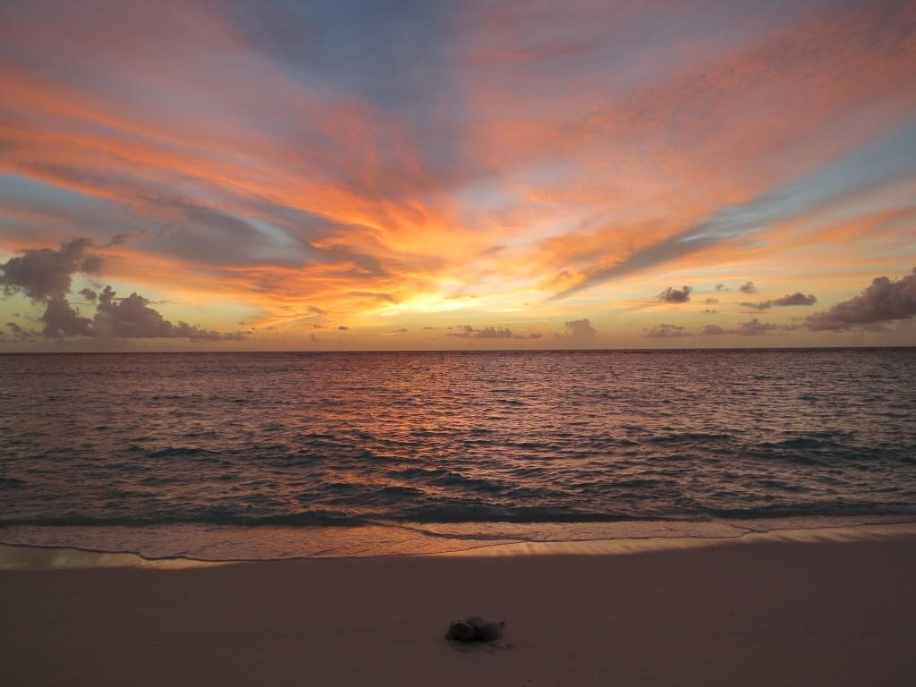 Nach einem langen Arbeitstag auf der Insel wurden die Lehrveranstaltungs-Teilnehmer mit einem atemberaubenden Sonnenuntergang belohnt: Ein unvergesslicher Anblick! (© Julia Türtscher)