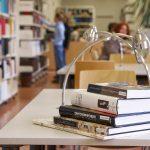 Foto: Gestapelte Bücher