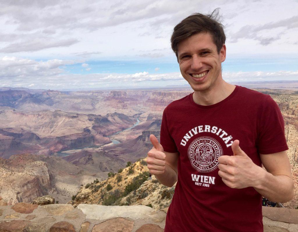 """Universität Wien in Grand Canyon; """"Dank der Universität Wien konnte ich einen meiner Träume verwirklichen – Den Grand Canyon besuchen."""" Michal Majka, Austauschstudent an der Duke University, USA"""