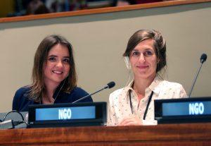 Ina Tessnow von Wysocki und Alice Vadrot bei einer Konferenz