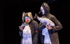 Szene aus Theaterstück mit Pinguinen